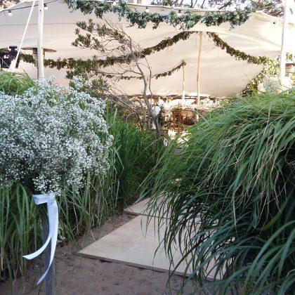 Décoration florale tente